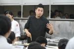 한국외식조리전문학교에서 특강을 진행하고 있는 레이먼킴. (사진제공: 한국외식조리전문학교)