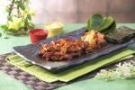 아리랑 김치 치킨 (닭다리살을 스팀오븐 에 구워 김과 김치에  쌈 싸서 먹는 치킨요리) (사진제공: 치킨아리랑)