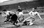 1948년 개최된 제14회 런던 올림픽 중 스웨덴과의 축구 경기 모습(사진 출처: 중앙 포토) (사진제공: 한솔수북)