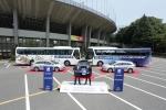 현대자동차는 7일 일본 도쿄 국립 경기장에서 김동섭 현대차 일본법인장 등 현대차 관계자와 아리마 타카히코(Takahiko Arima) 대회 조직위원회 마케팅 총괄 및 현지 기자단이 참석한 가운데 '2012 FIFA 20세 이하 여자 월드컵(FIFA U-20 Women's World Cup Japan 2012)' 대회 공식 차량을 조직위원회에 전달하는 행사를 가졌다.   왼쪽: 김동섭 현대자동차 일본법인 법인장   오른쪽: 아리마 타카히코(Takahiko Arima) 대회 조직위원회 마케팅 총괄 (사진제공: 현대자동차)