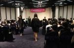 국내외 중고등학생들로 구성된 학생 자원 봉사단이 차별과 억압으로 고통 받는 개발도상국 여자아이들을 위해 패션쇼를 개최했다.
