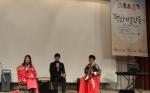 8월 17일 한국씨티은행이 후원하여 올림픽파크텔에서 열린 YWCA 청소년전국회원대회 '평화의 콘서트'에서 탤런트 여진구 씨(중앙)가 참석한 청소년들과 대화를 나누고 있다. (사진제공: 한국씨티은행)