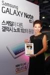 삼성전자가 18일 '갤럭시 노트 10.1' 출시를 기념해 삼성동 코엑스에서 진행한   소비자 체험 행사에서 방송인 설수현씨가 '갤럭시 노트 10.1'을 활용한 육아법을 소개했다. (사진제공: 삼성전자)