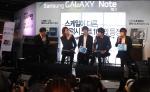 삼성전자가 18일 '갤럭시 노트 10.1' 출시를 기념해 삼성동 코엑스에서 진행한   소비자 체험 행사에 인기그룹 씨앤블루가 참석해 '갤럭시 노트 10.1'의 다양한 기능에 대해 이야기를 나누고 공연도 선보였다. (사진제공: 삼성전자)