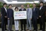 홍성심 학생처장과 해외봉사단 참여학생들은 9월 6일(목) 오후 2시, 정상철 총장을 방문해 '2011 해외봉사단 사진전'의 수익금 전액인 180만원을 전달했다.