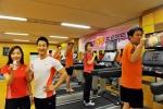 한국야쿠르트 사내 체육관 '다이나메카(Dynameca)'에서 '룩(LOOK)과 함께하는 몸짱프로젝트'에 참가한 직원들이 운동에 매진하고 있다.