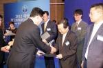 비즈니스온커뮤니케이션이 26일 오전 서울 양재동 AT 센터에서 열린 '2012 IT 이노베이션 대상'에서 지식경제부장관 표창을 수상했다.