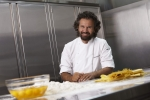 싱가포르항공이 이탈리아의 스타 쉐프인 카를로 크라꼬(Carlo Cracco)를 싱가포르항공 '국제 요리사 자문단'의 새 구성원으로 영입했다.