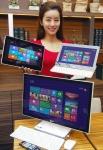 LG전자가 MS社의 차세대 운영체제인 윈도우8(Windows 8) OS에 최적화한 신규 PC 라인업으로 국내 PC시장 공략을 강화한다. 이번에 선보이는 제품은 노트북과 태블릿PC를 결합한 탭북 'H160'과 터치스크린 기반 일체형PC 'V325'로, 오는 26일부터 출시 예정이다. LG전자 모델이 'H160'(사진1 기준 왼쪽, 중간)과 'V325'(오른쪽)를 선보이고 있다. (사진제공: LG전자)