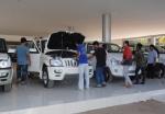 라오스 비엔티안 농타에 전시된 마힌드라사의 차량은 라오스인들의 취향에 들어맞는 픽업과 SUV로 모두 4륜구동을 채택하고 있다.