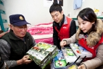 STX가 13일 마포구 일대 6.25 참전유공자 가정을 방문해 가정용 구급함을 비롯 쌀 등의 생활 물품을 전달했다.