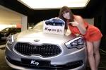 기아자동차는 9일(수) 고객 선호도가 높은 헤드업 디스플레이 등 다양한 첨단 사양을 기본 적용하고, 가격을 최대 291만원 인하하는 등 고객 만족도를 높인 'K9 2013'을 출시한다고 밝혔다.
