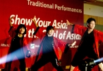 한국청소년단체협의회가 지난 2011.2월에 개최한 한아세안청소년교류행사중 음악축제에서, 각국 참가자들이 전통공연을 하고있다.