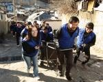 한국 지멘스는 임직원 봉사단 '더 나눔 봉사단'을 발족하고 지난 25일 서울시 노원구 중계본동 일대 어려운 이웃을 위한 연탄 나눔 봉사활동을 펼쳤다.