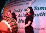 한국청소년단체협의회(회장 차광선)와 외교통상부가 1.26일 2시 코엑스 이벤트코트에서 개최한 한아세안 청소년 음악축제에서 한국과 아세안 회원국 대학생, 청소년들이 자국 전통공연을 하고 있다.