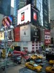 LG전자는 현지시각 13일부터 뉴욕 타임스퀘어에 위치한 광고판을 통해 '옵티머스 G'의 새 광고를 게시하고 있다. LG전자는 출시 후 호평이 지속되고 있는 옵티머스 G의 우수성을 강조하기 위해 새 광고를 준비했다. (사진제공: LG전자)
