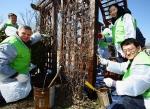 한국 지멘스는 지난 29일 뚝섬 한강공원에서 봄맞이 새 단장 봉사활동을 펼쳤다.