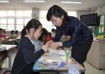 서울지방우정청(청장 이승재)이 후원하는 '우표 모으기'강좌가 5일 서울 종로구에 위치한 서울독립문초등학교에서 열렸다.