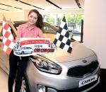 기아자동차㈜는 5월 13일(월)부터 6월 30일(일)까지 기아차 홈페이지(www.kia.com)에서 올 뉴 카렌스 광고를 시청하고 레이싱 게임에 참여하면 매일 200명에게 경품을 증정하는 '다함께 Car Car Car!' 이벤트를 실시한다.