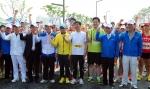 충남도청의 내포신도시 이전을 축하하는 제13회 홍성마라톤대회 참가한 지방자치단체장, 이봉주 선수