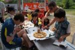피자마루가 26일 MBC 아빠! 어디가? 스텝과 출연진을 위해 깜짝 피자파티를 열었다고 밝혔다.