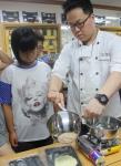 디초콜릿커피가 다문화가정행복센터에서 달콤한 재능기부를 펼쳤다.