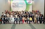 여성가족부와 한국청소년단체협의회가 8월7일 18시 국제청소년센터에서 개최한 제24회 국제청소년포럼 개회식에서 전 세계 36개국 90여명의 대학생, 청소년들이 기념촬영을 하고 있다.