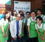 한국다우코닝의 임직원들이 지난 7일 아름다운가게 봉은사점에서 기증물품 600여점을 판매하는 자원봉사를 하기에 앞서 기념사진을 촬영하고 있다.