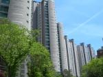 잠실청운부동산은 26일 송파구 잠실리센츠 아파트 109㎡(33평형) 매매 매물이 9억 5천만원에 의뢰되었다고 밝혔다.
