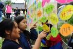 - 어린이들이 전시·체험부스에 참여하고 있다.