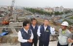 박승호 포항시장이 포항운하 건설 현장을 방문했다.