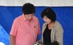 염태영 수원시장(사진 왼쪽)과 서동숙 환경미디어 발행인(사진 오른쪽)이 이번 환경 페스티벌에 대해 이야기를 나누고 있다.