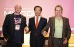 왼쪽부터 펜더뮤직컬인스트루먼트(Fender Musical Instruments 아시아 마켓 총괄 디렉터 그레이엄 퍼킨스(Graham Perkins), 한국콘텐츠진흥원 홍상표 원장, 스티브릴리화이트(Steve Lillywhite)
