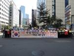 바른사회여성모임(대표 서영숙) 회원 100여 명이 2013년 10월 16일 오전11시 30분 여의도 민주당 당사 앞에서 규탄대회를 열었다.