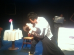 조민기와 김은주가 연극 곰에서 열연하고 있다.