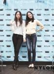 리바이스 2013년 가을 청바지 스타일링의 트렌드 소개-짧은 화이트 탑과 매치한 청순 스타일