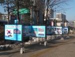 지난해 12월 애국주의연대가 청계광장 동아일보앞에서 NLL 사수 순국장병 추모 & 제주해군기지 찬성 사진전을 개최하고 있다.
