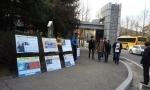 지난 8일 오후 애국연대가 연세대 원주캠퍼스 정문에서 김한성 교수 사퇴촉구 사진전과 일인시위를 개최하고 있다.