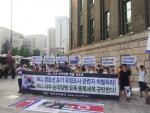 애국주의연대가 지난 7월 6일 오후 서울광장에서 열리는 국정원 시국회의의 촛불집회에 맞서 같은 장소에서 종북촛불 규탄 기자회견을 개최하고 있다.