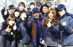 나세르 알 마하셔 CEO(앞줄 왼쪽 세번째)가 11일 서울 청계산에서 신년 산행 행사를 갖고 이수봉 정상에 오른 뒤 신입사원들과 기념촬영을 하고 있다.