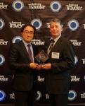 인천국제공항이 14일(한국시간) 미국 LA에서 개최된 Business Traveler誌 US 주관의 the 25th Business Traveler Awards 2013 에서 4년 연속으로 세계 최고 공항면세점상(Airport with Best Duty Free Shopping)을 수상했다. 이날 제리 앨리슨(Jerry Allison, Group Publisher)편집장으로부터 상패를 전달받은 인천국제공항공사 컨세션사업처 김홍수 차장이 기념촬영...