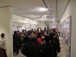 애니 레보비츠 사진展 작품을 감상 중인 관람객들과 전시장 내부 전경