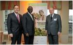 롭 스미스(Rob Smith), AGCO 유럽, 아프리카 및 중동지역 선임 부사장 겸 총괄, 존 A. 쿠포르(John Agyekum Kufuor) 전 가나 대통령 및 쿠포르 재단 회장, 마틴 리첸하겐(Martin Richenhagen) AGCO 회장,사장 겸 최고경영자 (2014년 AGCO 아프리카 정상회담)