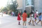 샌디에고에 있는 라호야 컨트리 데이스쿨 La Jolla Country Day School 학생들 모습