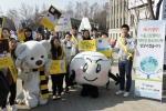 서울광장에서 2월 15일(토), 에너지 절약으로 온실가스를 줄여 북극곰의 보금자리를 지키자는 의미가 담긴 에너지 절약 캠페인을 위해 그린캠퍼스 대학생 홍보대사 50명이 한자리에 모인다.