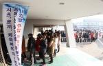 포항시는 지난 21일 포항실내체육관에서 학부모, 중·고등학생 등 2,000여명이 참가한 가운데 나눔과 사랑의 교복 물려주기 행사를 성공리에 마무리했다.