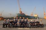 대우조선해양 오만 수리조선소(ODC)에서 수리한 200번째 선박, 머스크 위스콘신 호를 배경으로 기념촬영 중인 ODC 박용덕 대표 (왼쪽 다섯 번째)및 선주사 관계자들의 모습
