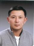 김성수 회장이 나의균 총장에게 대학 발전기금 300만원을 전달했다.