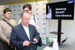 국제 장애인올림픽위원회(IPC) 후원사인 삼성전자는 13일(현지시간) 러시아 모스크바에서 러시아 시각장애인협회와 갤럭시 코어 어드밴스 100대를 기증하는 행사를 가졌다. 이 행사에는 러시아 시각장애인협회 네유무이바킨 협회장과 비쉬브쪠프 부협회장 등이 참석했고, 스티파노프 부협회장이 직접 갤럭시 코어 어드밴스를 사용해 보고 있다. 삼성전자는 시각장애인들도 누구나 손쉽게 최신 스마트폰을 사용하며 편리한 생활을 누릴 수 있도록 접근성을 지속적으로 개...
