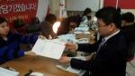 6․4 지방선거 울산시장 출마를 선언한 김두겸 전 남구청장이 12일 새누리당 중앙당에 공천신청서를 접수했다